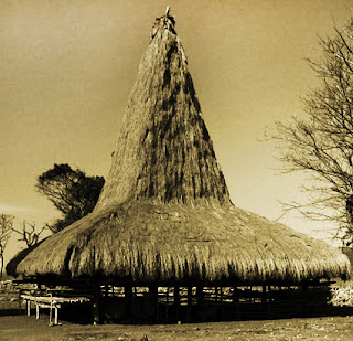 Keunikan Sejarah Rumah Adat Tradisional Loka Samawa Sumbawa Nusa Tenggara Barat Tempat Wisata Keunikan Rumah sopan santun Tradisional Sao Ata Mosa Lakitana Nusa Tenggara Timur