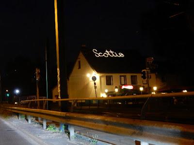 http://www.express.de/duesseldorf/bald-alles-aus--wie-geht-es-mit-der-studenten-bar--scotti-s--weiter--27911742
