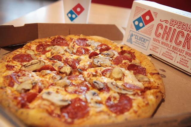 Paket pizza dari dominos