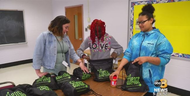 When maths teacher Louise Glasgow realized that many students in her school were going home hungry, she teamed up with her church to start the Backpack Nourishment Program to feed them.