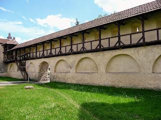 Жолква. Оборонная стена от замка до ворот