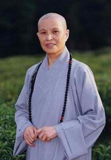 Monja budista, viva imagen de Cheongwannyeo. Y gracias nuevamente, amigos lectores.