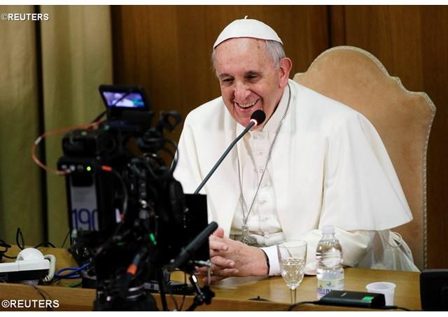 El papa francisco se apunta a la moda de los videos virales
