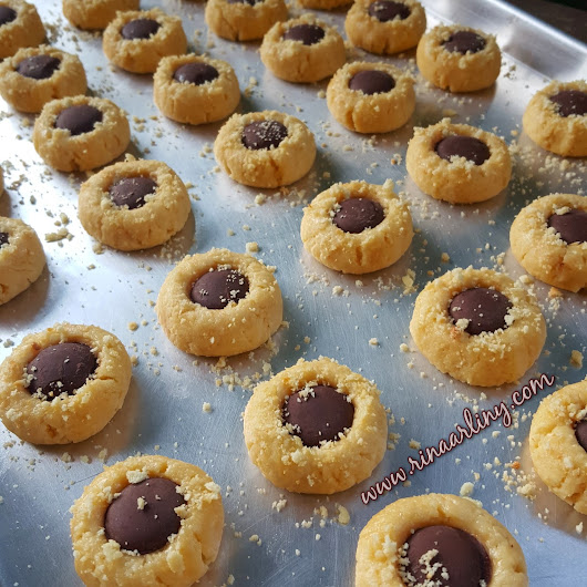 CHEEZY CHOCOLATE COOKIES