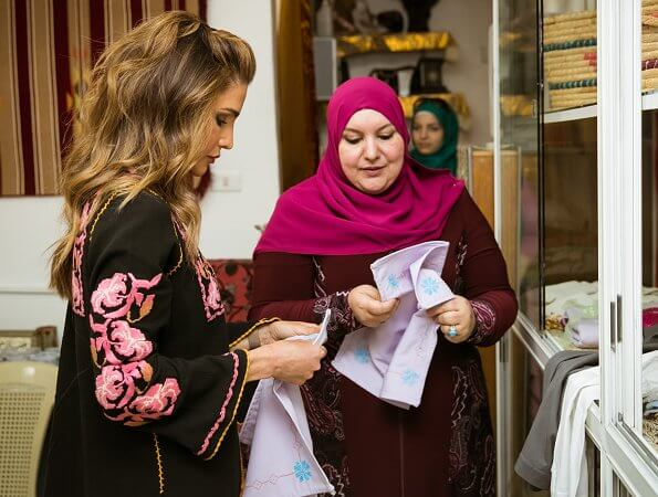Queen Rania wore an traditional outfit. Queen wore an embroidered floral blouse. She visited the association's sewing workshop