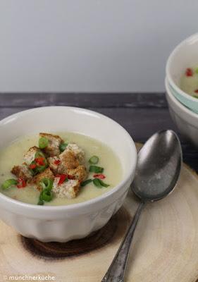 So eine warme Wirsing Parmesan Suppe ist bei dieser Kälte draußen doch genau das richtige.