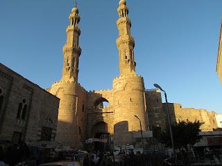 Egypte reis - In de buurt van Bab Zuweila, de laatst overgebleven poort van de drie belangrijkste toegangspoorten tot de stad uit de 11e eeuw