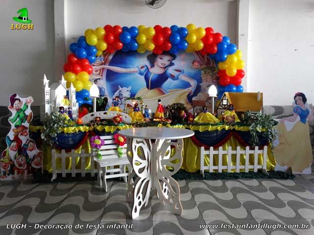 Decoração mesa  de aniversário tradicional de tecido tema Branca de Neve para festa infantil feminina