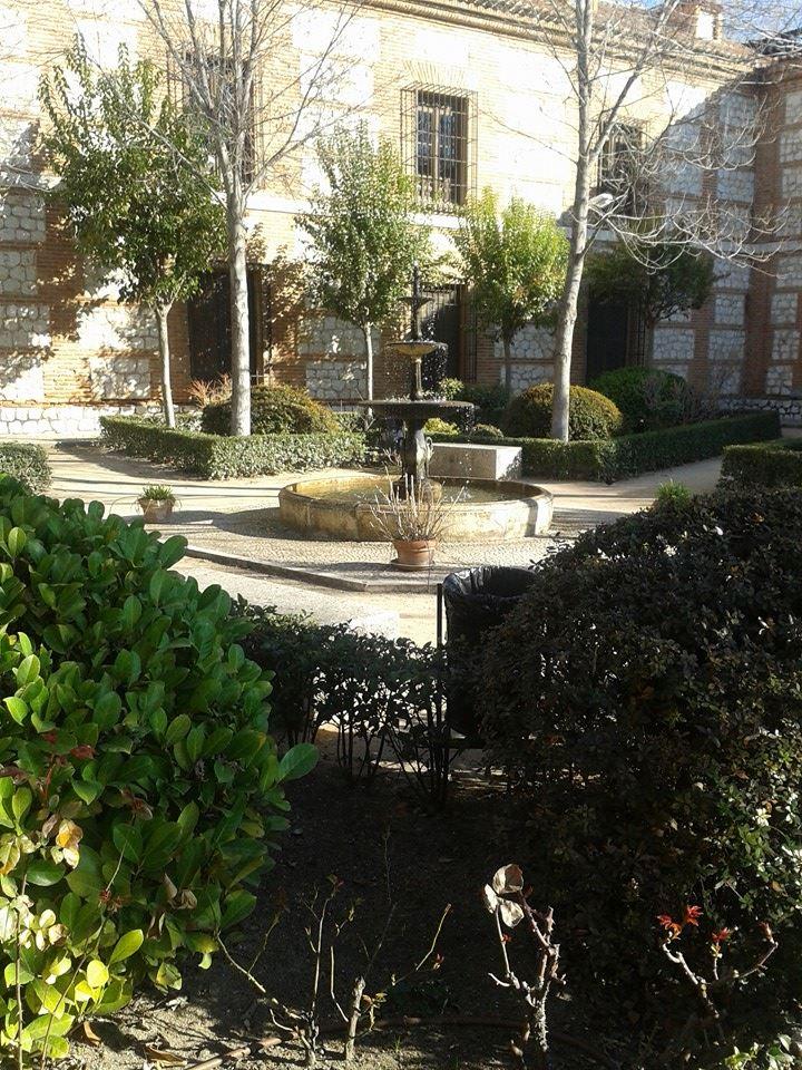Los secretos de alcal de henares jardines secretos for Cementerio jardin de alcala de henares