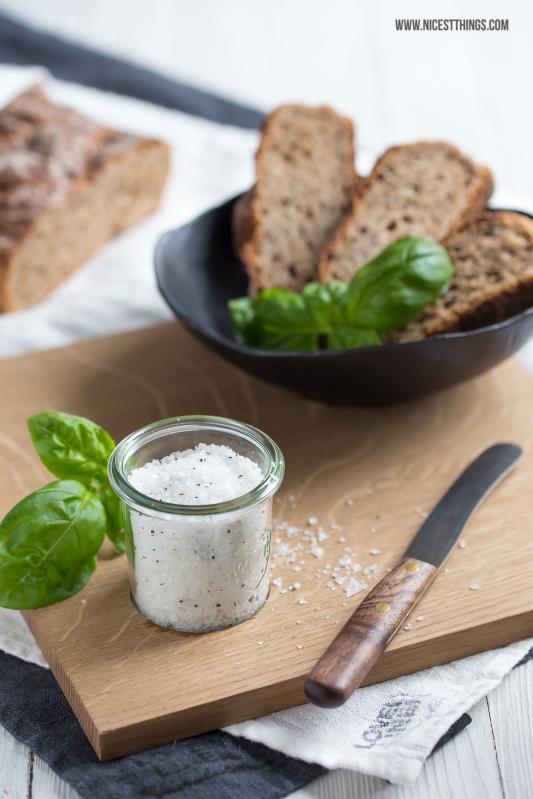 Schneidbrett Brettchen Eichenholz Keramik Schale schwarz Salz Brot