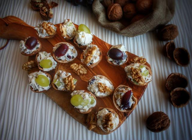 noci, gorgonzola ed uva