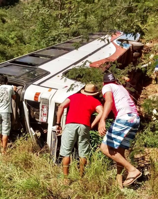 Rio de Contas: Ônibus com turistas tombar na Serra das Almas e uma pessoa morre e várias ficaram feridas