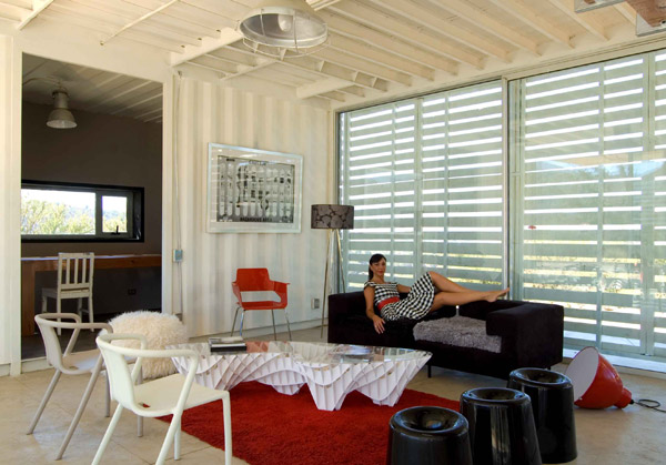 Shipping Container House with Dynamic Facade, Chile 24