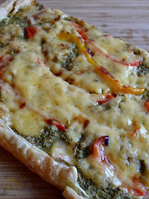 Warme plaattaart met  broccoli, brie en paprika