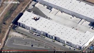 بالفيديو...شاهد: سقوط طائرة إف-16 فوق مبنى تجاري في كاليفورنيا