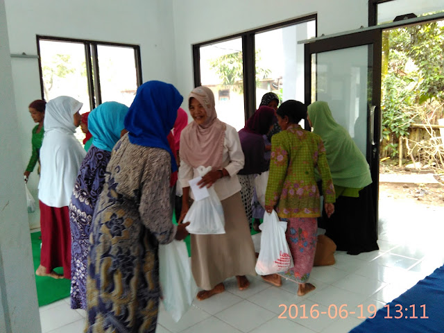 Jompo Dhuafa disekitar Pondok Modern Muhammadiyah Pakusari