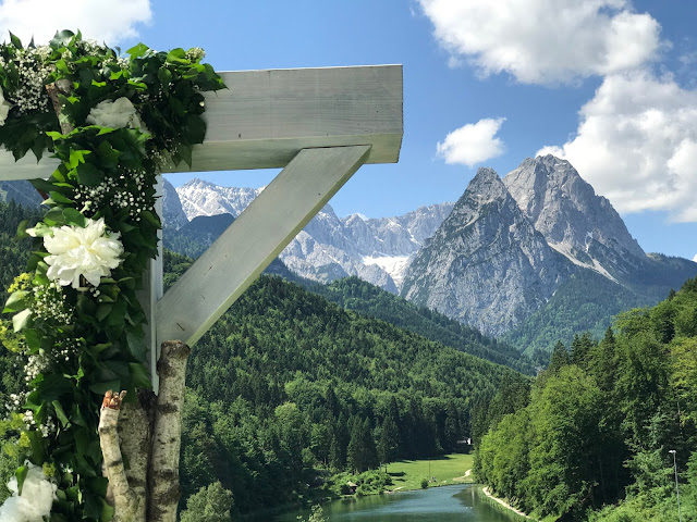 Heiraten mit Bergblick, Hochzeit in Apfelgrün und Weiß im Riessersee Hotel Garmisch-Partenkirchen, Hochzeitshotel in Bayern, heiraten in den Bergen am See
