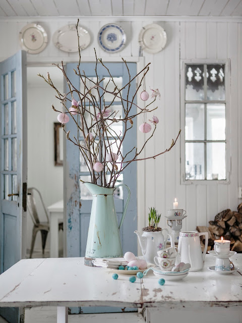 Pantone Color of the Year 2016: Rose Quartz and Serenity Dining room