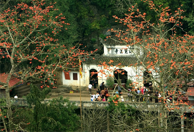 Huong pagoda - attractive spiritual and landscape tourism site 4