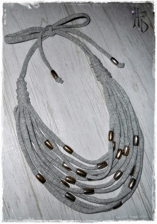 TRAPILLO. Collar y pulsera a juego de trapillo / T-Shirt necklace and bracelet