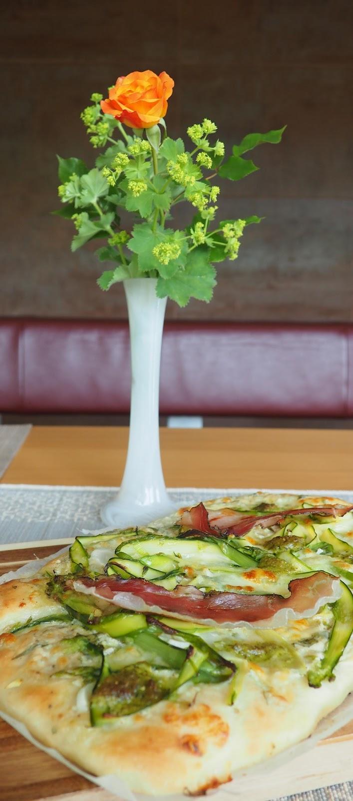paradies und das pizza mit spargel ameisengugelhupf. Black Bedroom Furniture Sets. Home Design Ideas