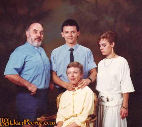 foto keluarga lucu dan juga unik