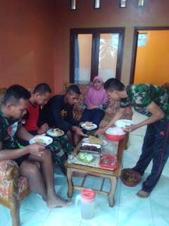 Indahnya  Kebersamaan Masyarakat Dan TNI