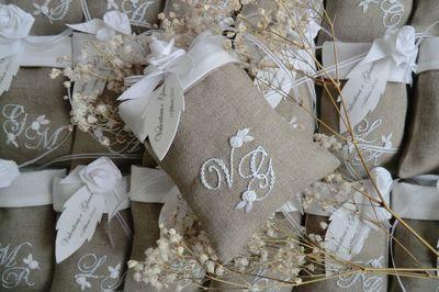 Bomboniere Matrimonio Ricamate.Elisabetta Ricami A Mano Matrimonio In Bianco