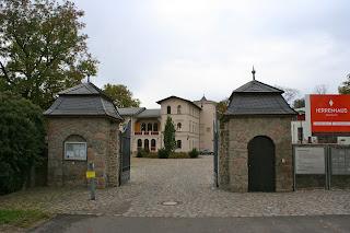 Eingang zum Herrenhaus Möckern in Leipzig