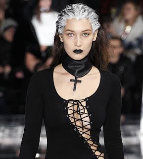 modelo gótico choker provocativo