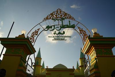Gerbang masuk Masjid Raya Sultan Penyengat