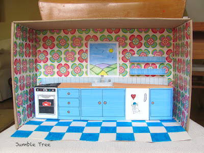 Shoebox house - kitchen walls and floor