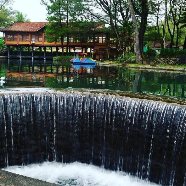 Keindahan ekowisata Taman Air Tlatar