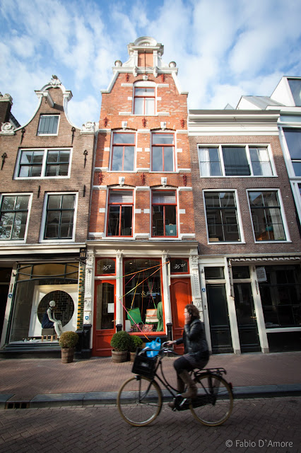 Casa storta ad Amsterdam