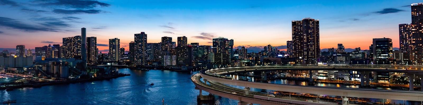 東京のレインボーブリッジのループ線の夜景