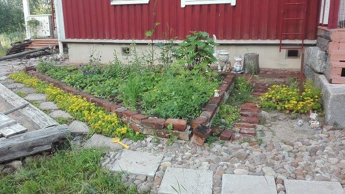 puutarhakierrätys kukkapenkki tiilistä