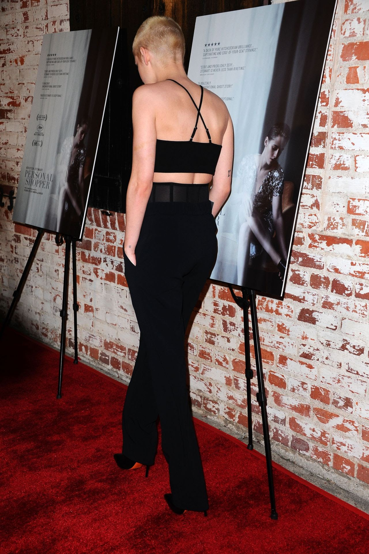 """Kristen Stewart appeared on a pretty screening of Psycho-Thriller's main work """"Personal Shopper"""" with a shaved short hair"""
