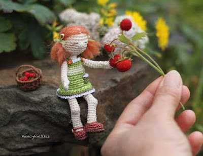 https://www.etsy.com/listing/278683238/crochet-doll-miniature-art-summer-girl?ref=shop_home_feat_1