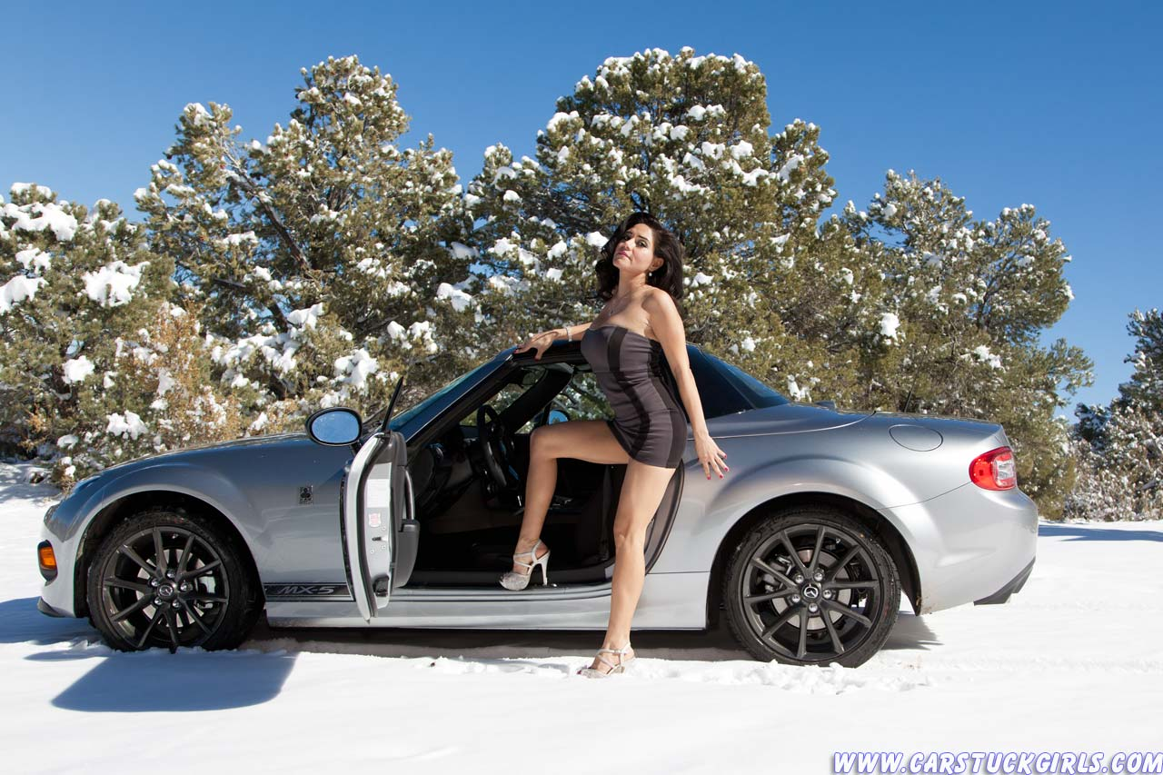 Babe stuck in snow — photo 9