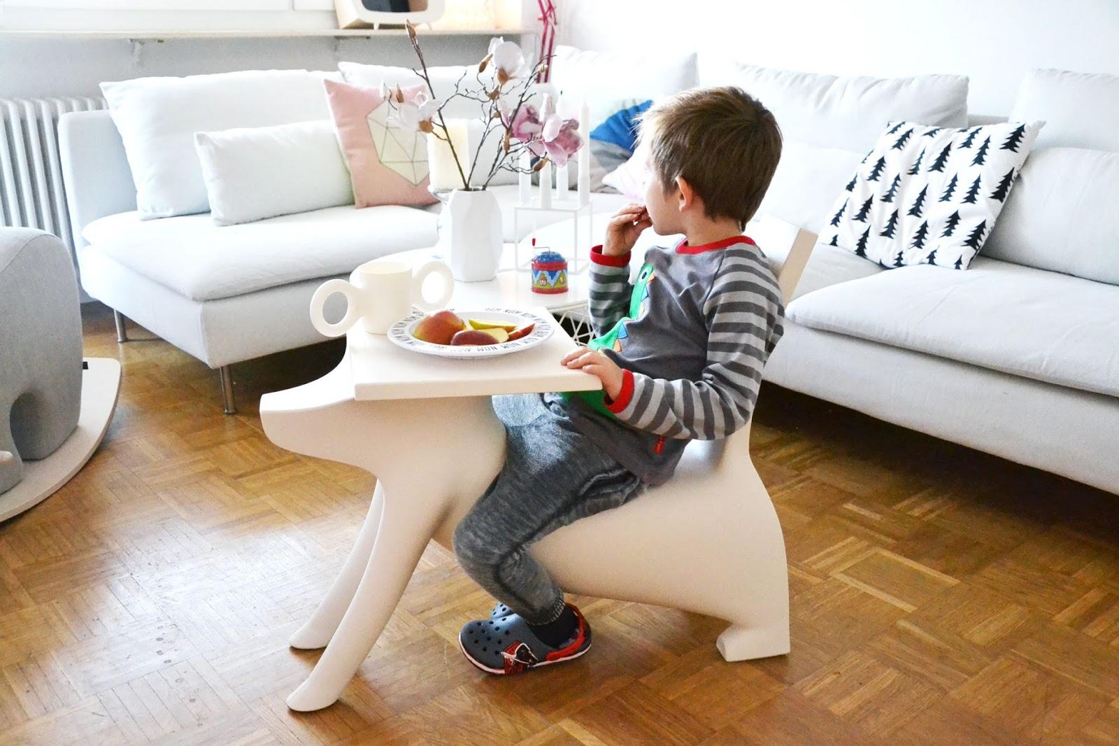 Kindertisch Stuhl kinder tisch stuhl in einem a s