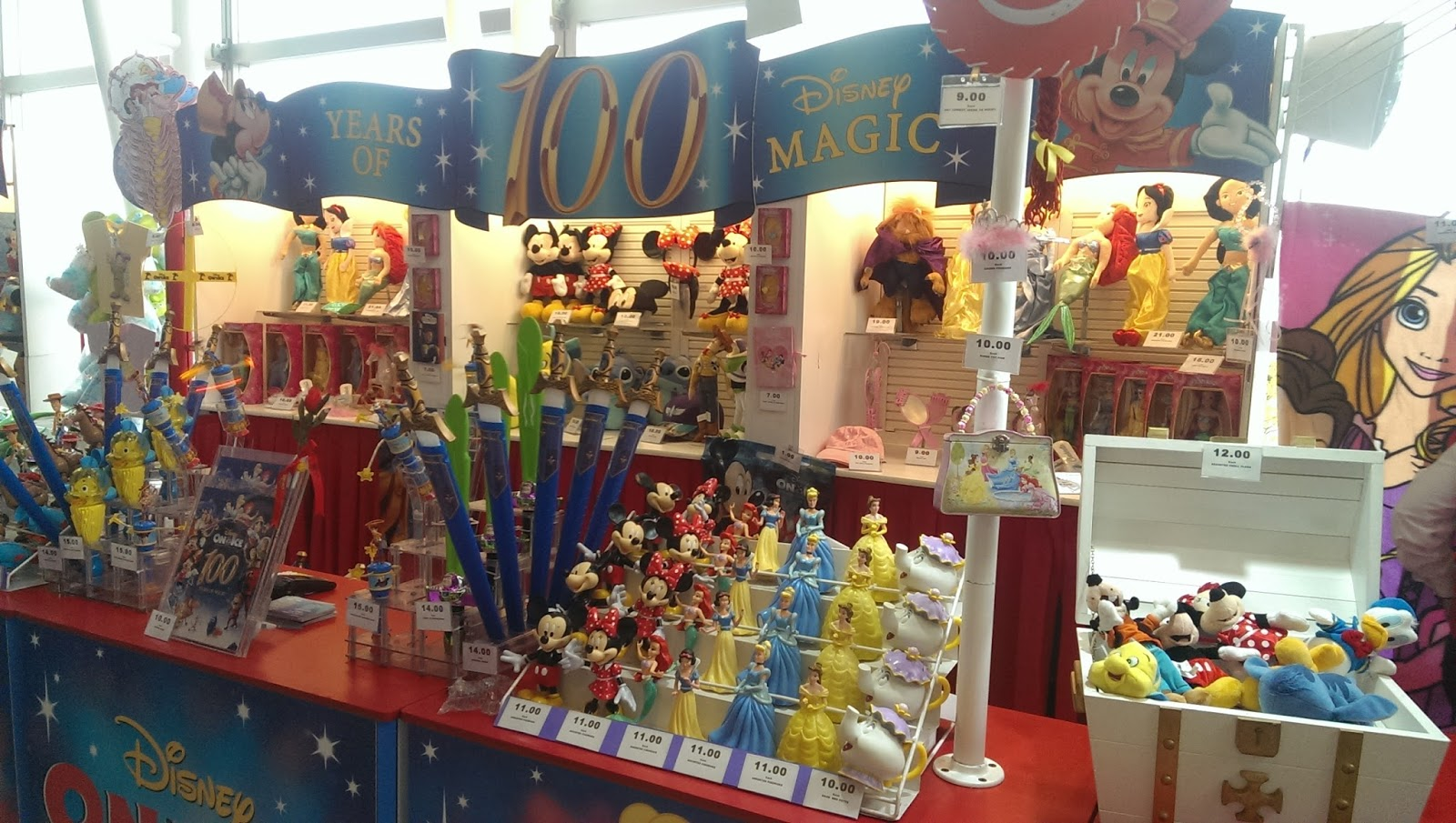 disney on ice uk merchandise stand