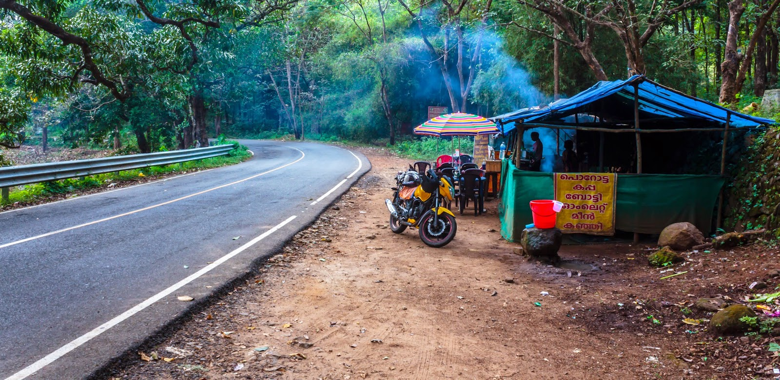 Road side eatery on the way from Athirapally to Chalakudy