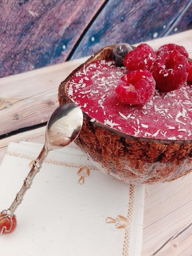 helado de frutos del bosque y maracuyá