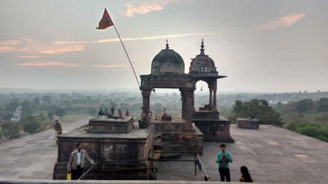 http://oneoftheroad.blogspot.com/2016/12/the-massive-bhojeshwar-temple-at-  bhojpur.html