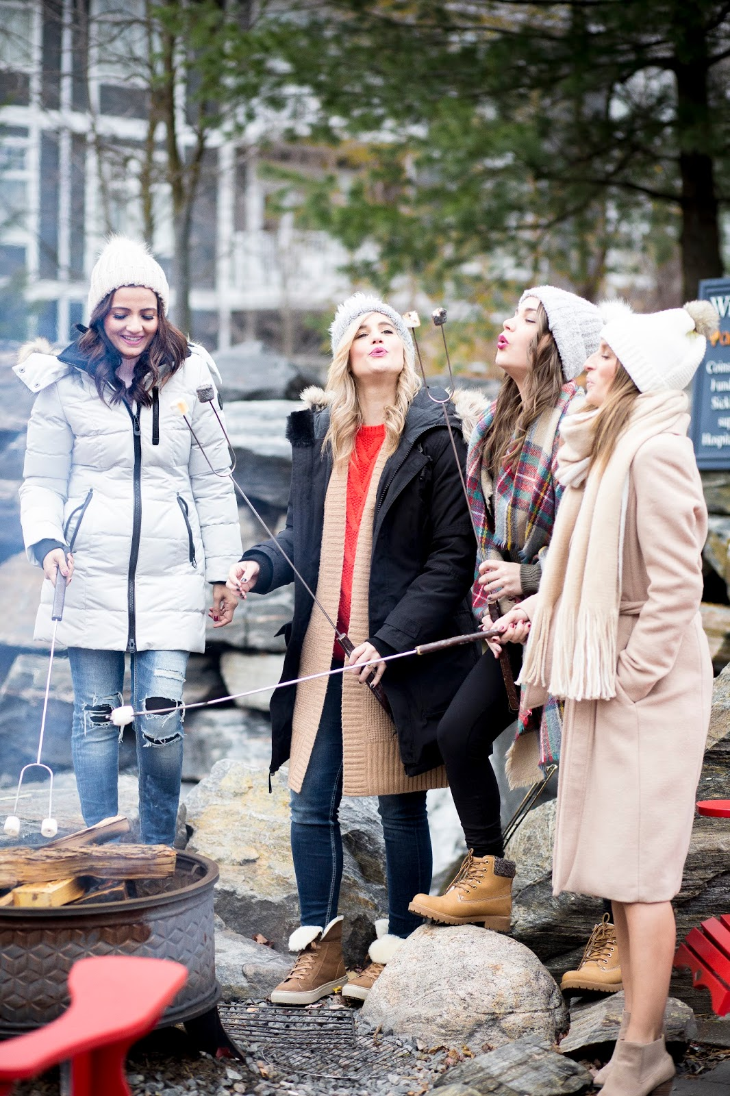 Bijuleni - Girls Weekend In JW Marriott The Rosseau Muskoka - Girls making S'mores around fire