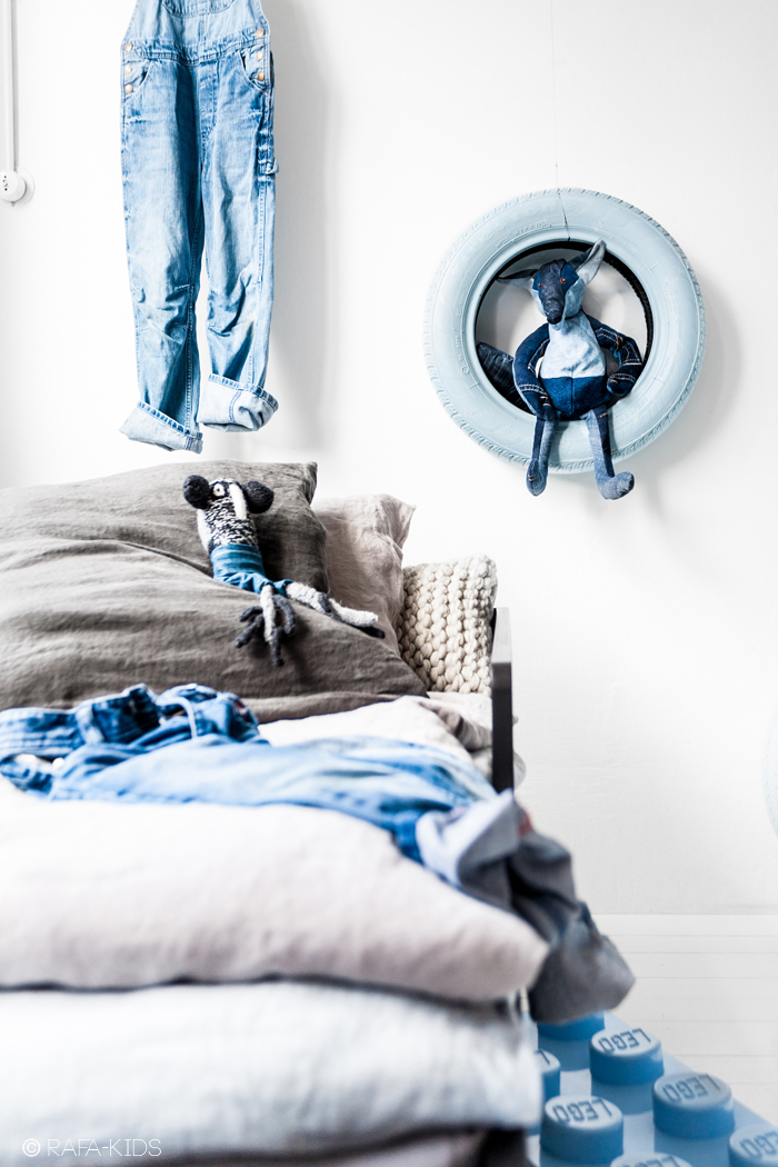 boy room with blue in grey - styling Paulina Arcklin/photo Rafa-kids