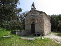 Crkvica sv. Klement, Pražnica, otok Brač slike