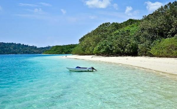 Jernihnya air laut di Pulau Peucang Ujung Kulon