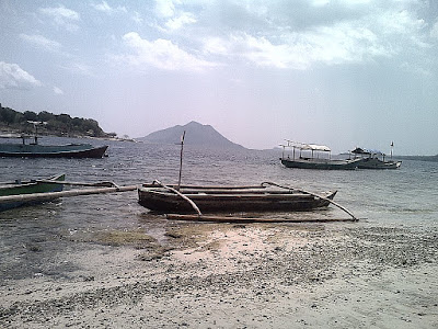 perahu di pulau alor NTT