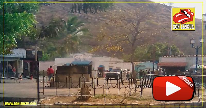 La estatua del animaloide Hugo Chavez desapareció de Mariara